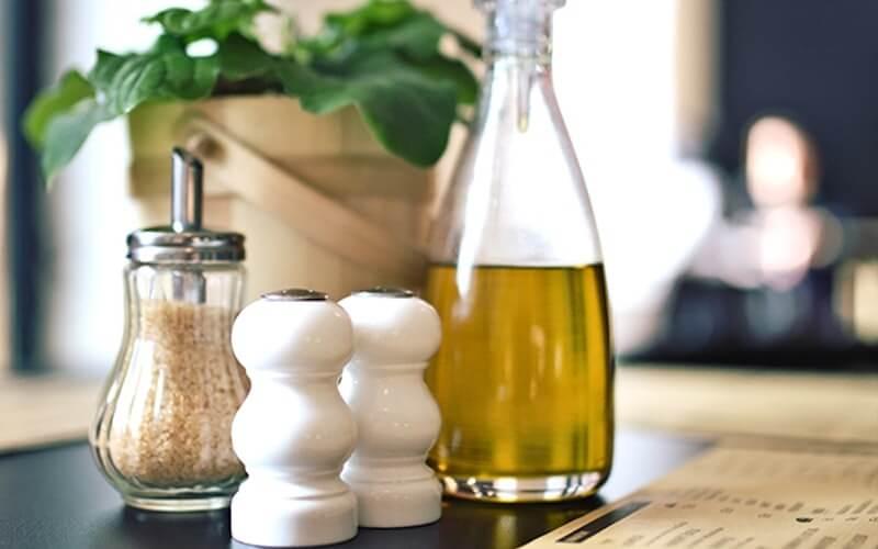 Trị mụn bằng dầu oliu