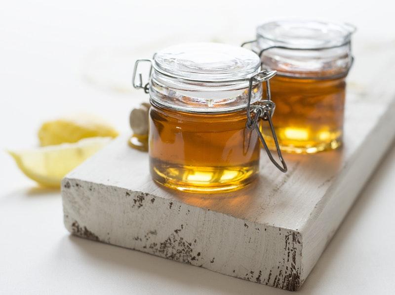 Tắm trắng bằng bột cam thảo và mật ong