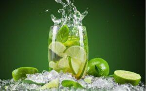 Giảm mỡ bụng bằng phương pháp uống nước chanh.
