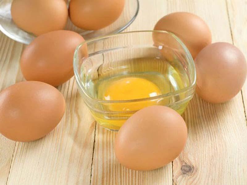 Lòng trắng trứng gà giải pháp trị mụn cho người bận rộn