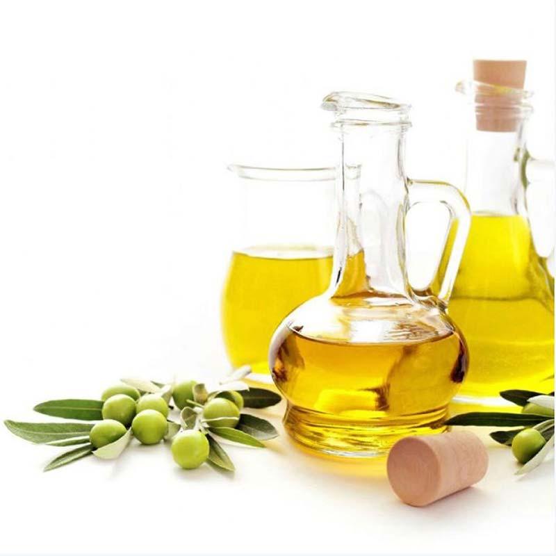 Sử dụng dầu Oliu 1 trong những cách giúp ngăn mụn