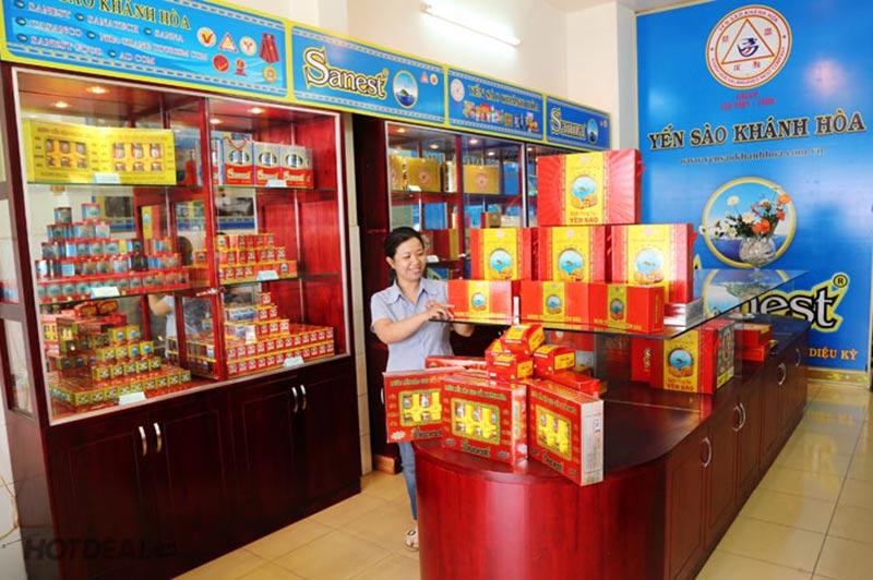 Cửa hàng yến sào Khánh Hòa Sanest trên đường Lê Văn Sĩ