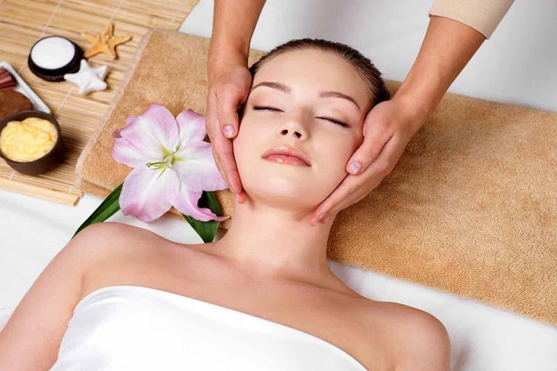 Chăm sóc da điều trị mụn tại Vivian spa Nha Trang