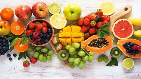 Đi thăm mẹ người yêu bệnh nên mua trái cây tươi
